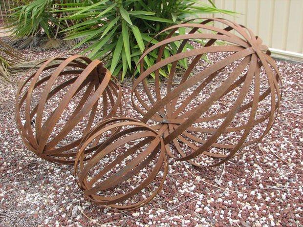 19-diy-rusted-metal-beautify-yard (1)