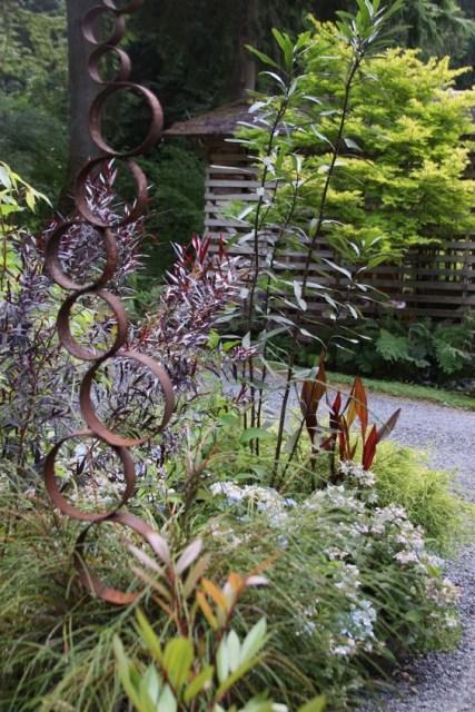 19-diy-rusted-metal-beautify-yard (2)