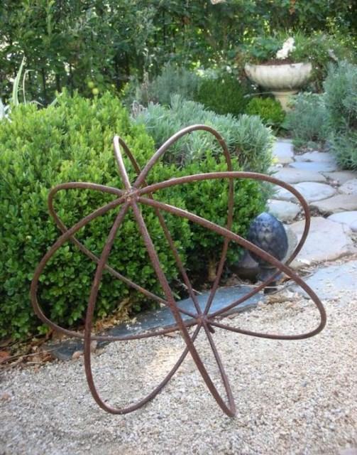 19-diy-rusted-metal-beautify-yard (3)