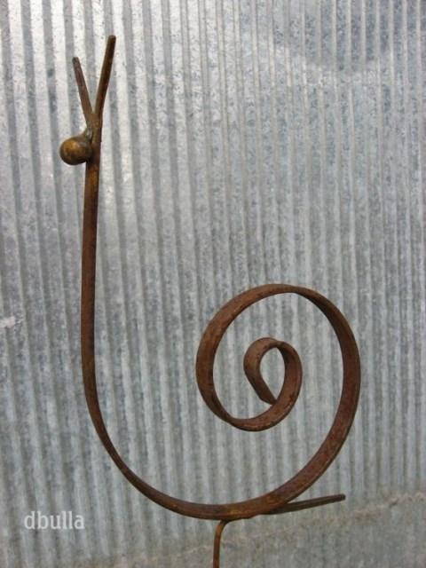 19-diy-rusted-metal-beautify-yard (5)
