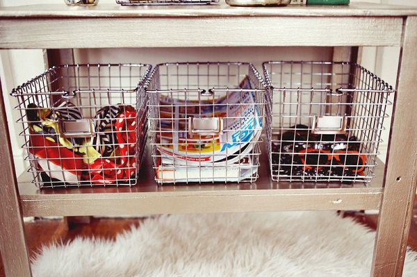 19-ideas-to-use-baskets-as-extra-storage-insmall-spaces (8)
