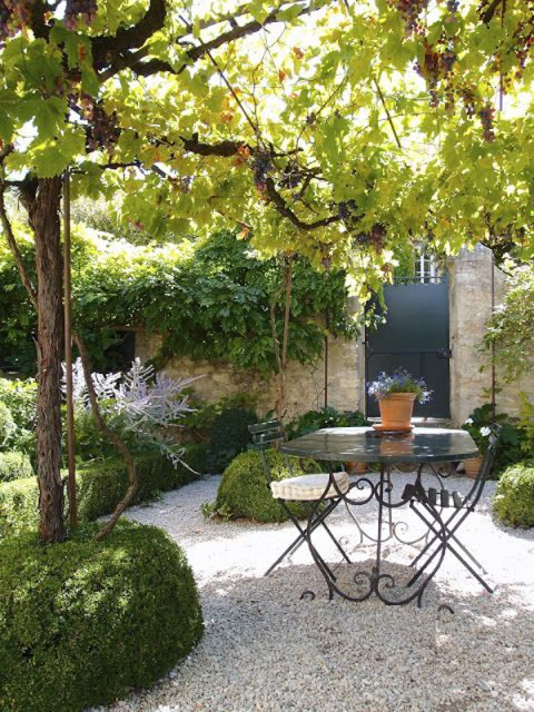 20-beautiful-and-natural-grape-arbor-ideas (17)