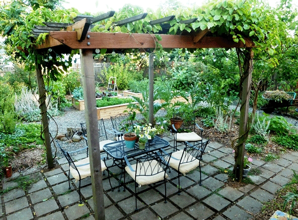 20-beautiful-and-natural-grape-arbor-ideas (19)