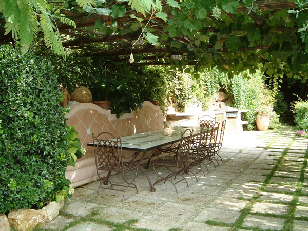20-beautiful-and-natural-grape-arbor-ideas (2)