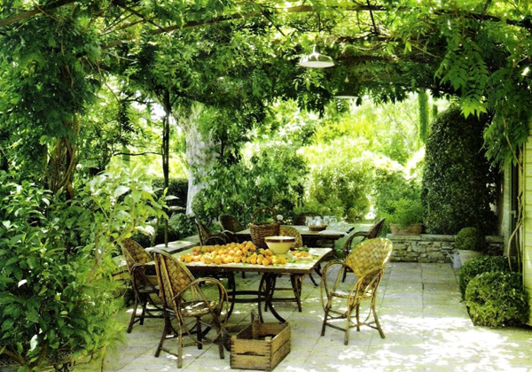 20-beautiful-and-natural-grape-arbor-ideas (8)
