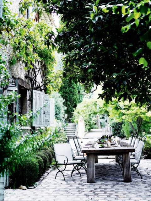20-beautiful-private-outdoor-spaces-to-relaxing-ambiance (14)