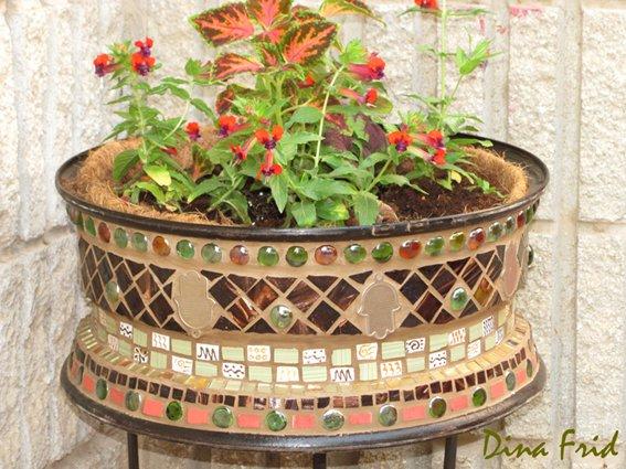 21-magnificent-diy-mosaic-garden-decorations (1)