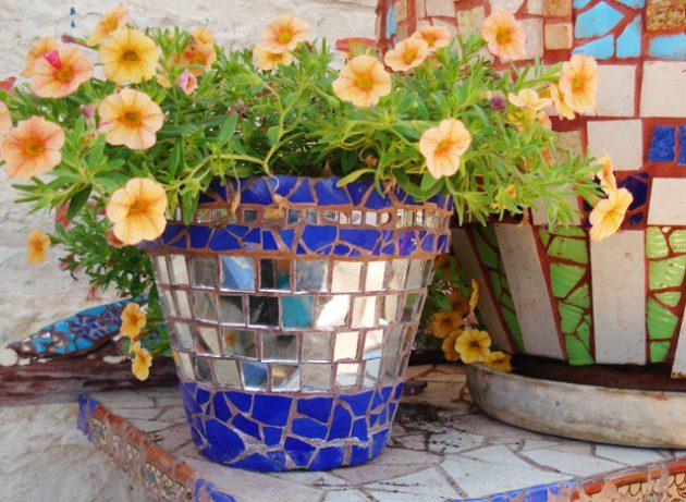 21-magnificent-diy-mosaic-garden-decorations (5)