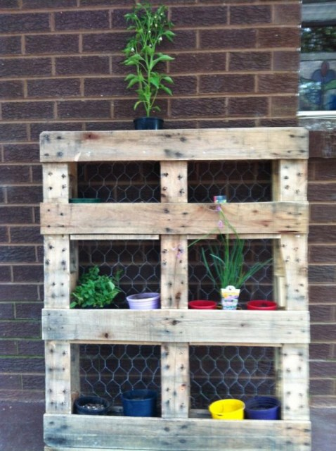 21-outstanding-diy-pallet-projects (22)