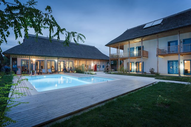 Contemporary villa house With swimming pool (1)