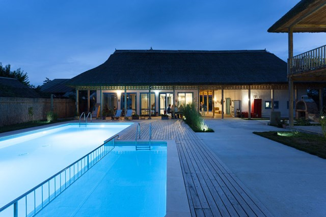 Contemporary villa house With swimming pool (6)