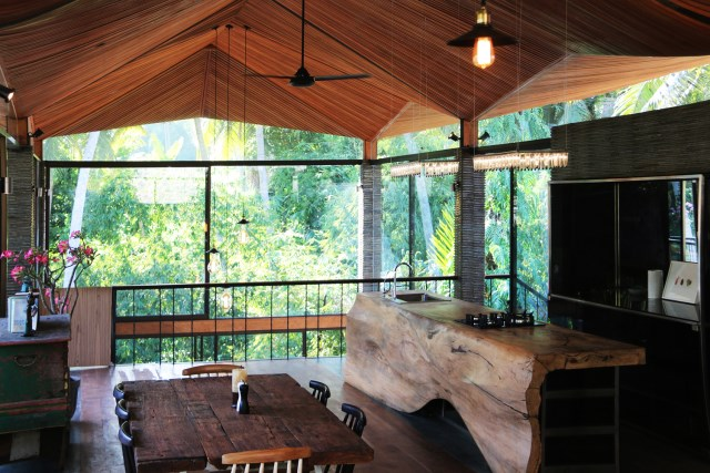 Large villa house nestled in the nature (10)
