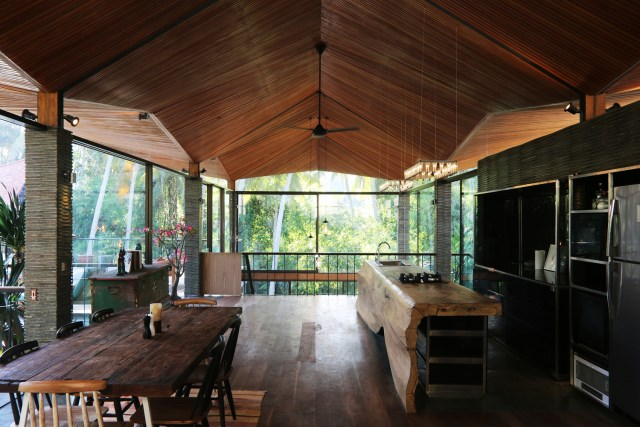 Large villa house nestled in the nature (13)