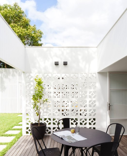 Modern contemporary home Decorated with minimalist concrete blocks (1)