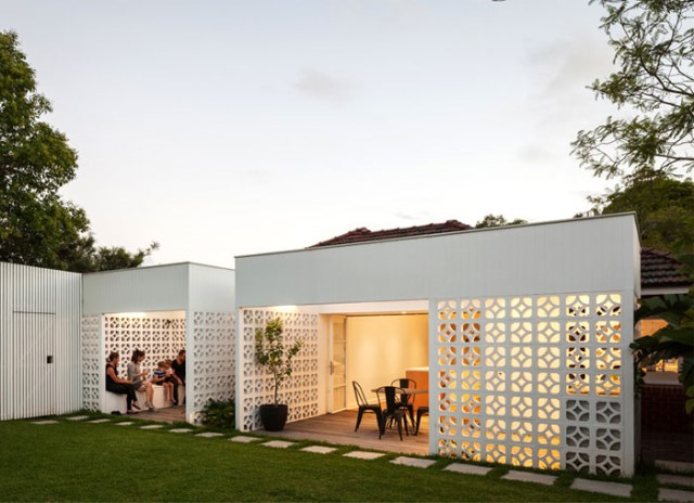 Modern contemporary home Decorated with minimalist concrete blocks (15)