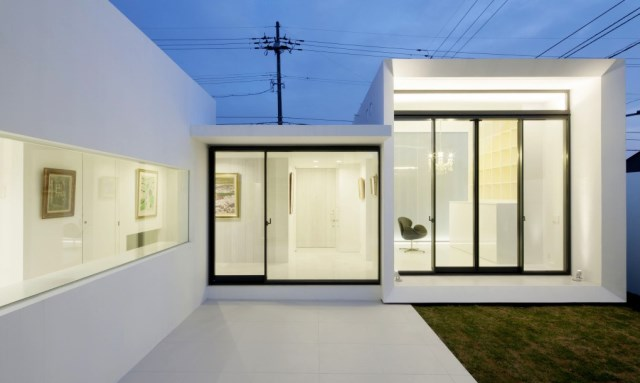 Modern house white tone (12)