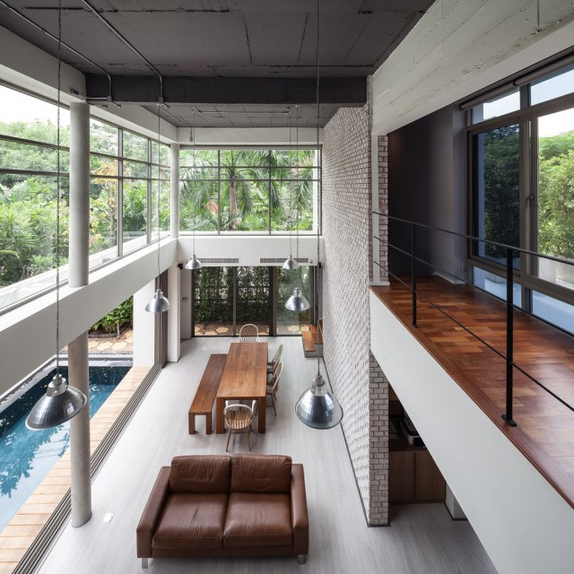Modern large house Decorated with green space (10)