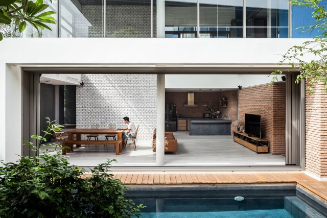 Modern large house Decorated with green space (8)