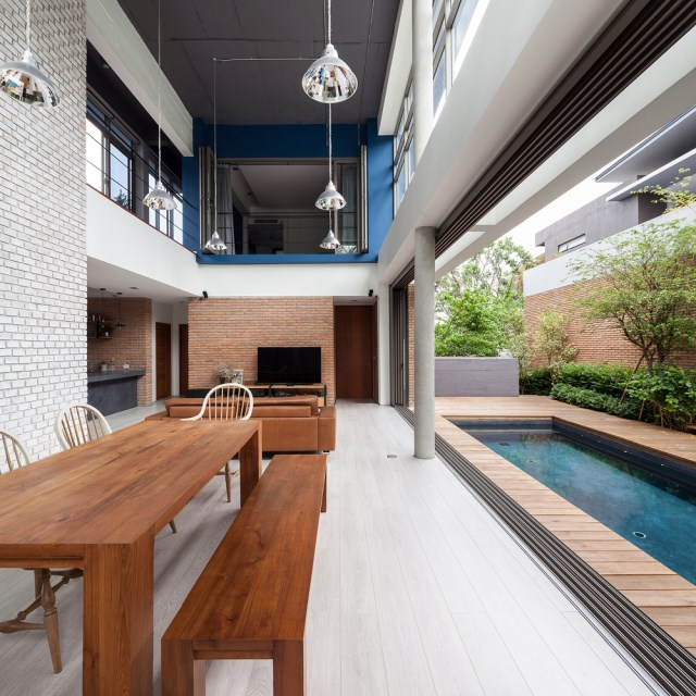 Modern large house Decorated with green space (9)