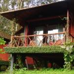 บ้านสวนสไตล์รัสติค ยกพื้นสูง วัสดุจากอิฐมอญและไม้ ท่ามกลางสวนป่าร่มรื่น