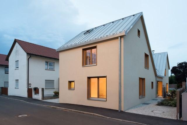 Two-storey house minimalist style (12)