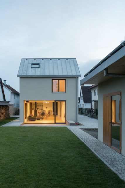 Two-storey house minimalist style (13)