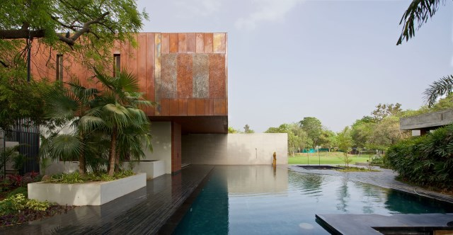 Villa house with swimming pools (13)