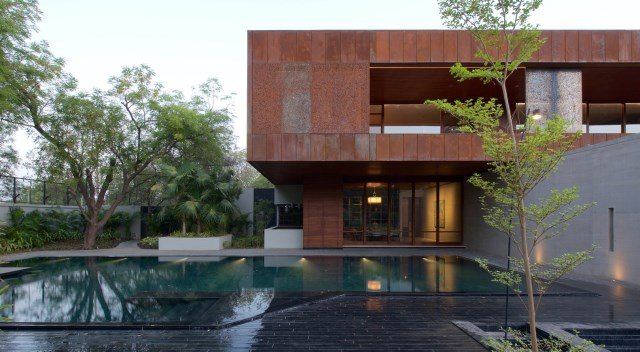 Villa house with swimming pools (9)