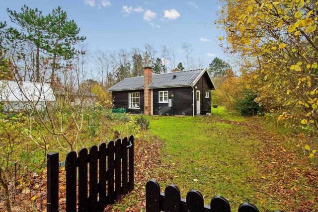 black-white cottage House 1 bedroom (1)