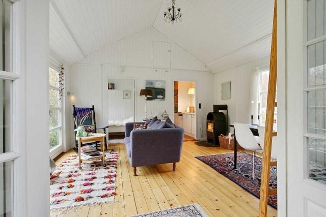 black-white cottage House 1 bedroom (12)