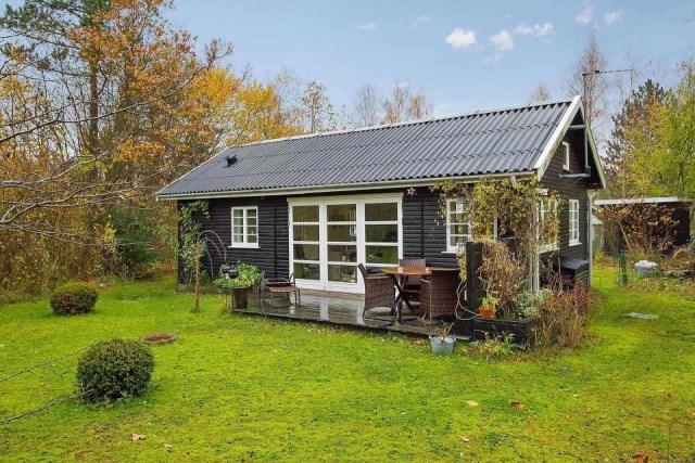 black-white cottage House 1 bedroom (3)