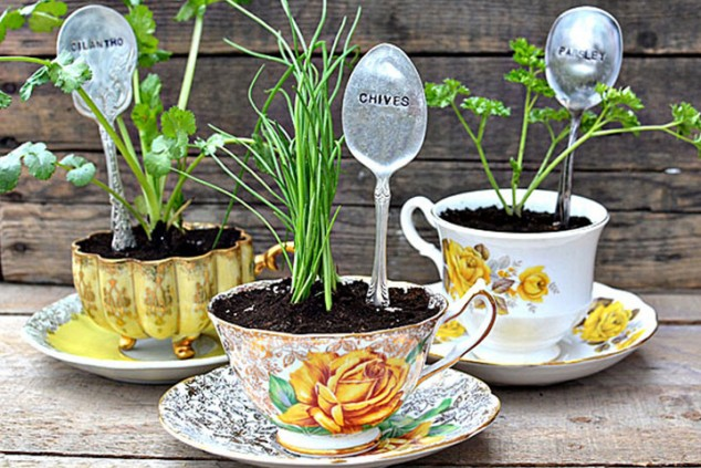 cleaver ideas Old Kitchenware Into Planters (10)