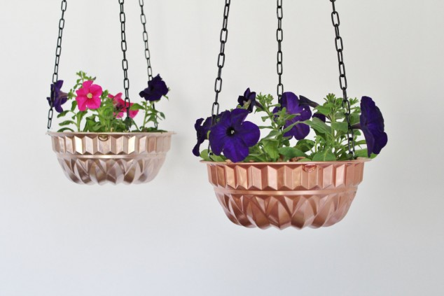 cleaver ideas Old Kitchenware Into Planters (9)