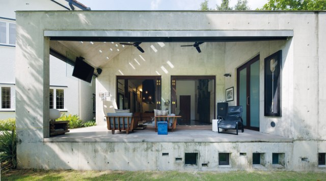 concrete-house-mosern-style-in-the-garden (5)