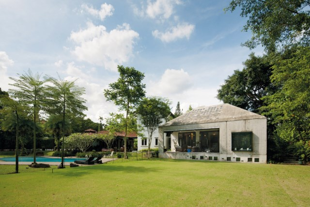 concrete-house-mosern-style-in-the-garden (6)