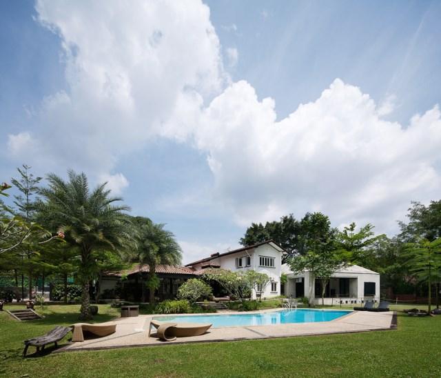 concrete-house-mosern-style-in-the-garden (8)