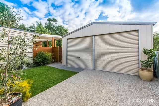 contemporary narrow facade 3 bedroom house (16)