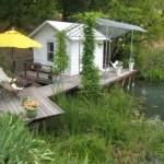 บ้านสวนสไตล์คอทเทจ มาพร้อมเฉลียง และบรรยากาศริมแม่น้ำ