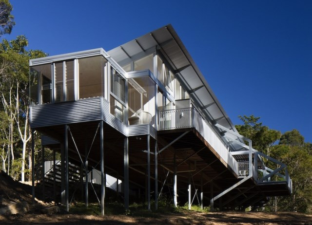 eco modern house on steel stilts (1)