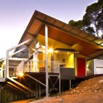บ้านโมเดิร์นยกพื้นสูง โครงสร้างเหล็ก ออกแบบทันสมัย มีความโปร่งโล่ง น่าอยู่