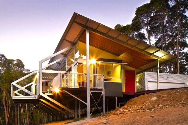 eco modern house on steel stilts (3)