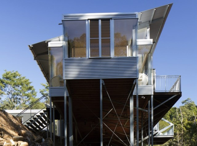 eco modern house on steel stilts (4)