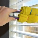 เคล็ดลับคู่บ้าน : วิธีเช็ด 'หน้าต่างกระจกบานเกล็ด' สะอาดใสวิ้งทั่วทั้งบาน ไม่ทิ้งคราบฝุ่นสกปรก