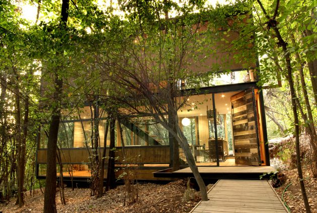 modern-cabin-house-surrounded-with-nature (12)