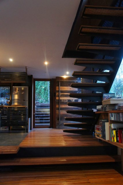modern-cabin-house-surrounded-with-nature (9)