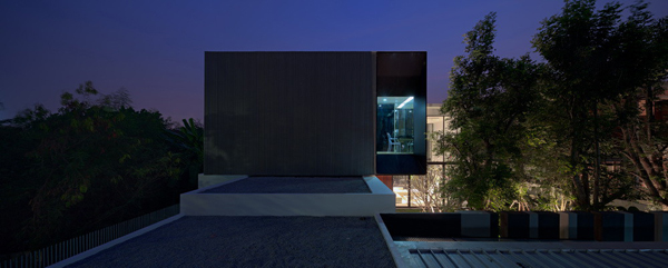 modern-family-house-with-maximize-the-green-space (2)