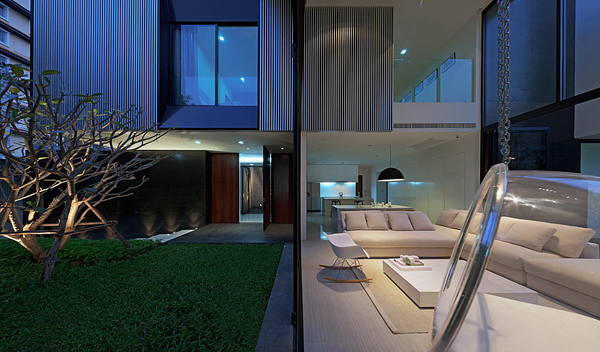 modern-family-house-with-maximize-the-green-space (9)