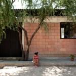 บ้านโมเดิร์นขนาดเล็ก ตกแต่งด้วยปูนเปลือยและอิฐโชว์แนว ให้อารมณ์ดิบๆอาร์ตๆ