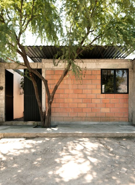 small Modern house Decorated with cement and bricks (3)