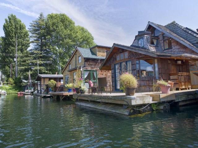 the-hobbit-houseboat (3)